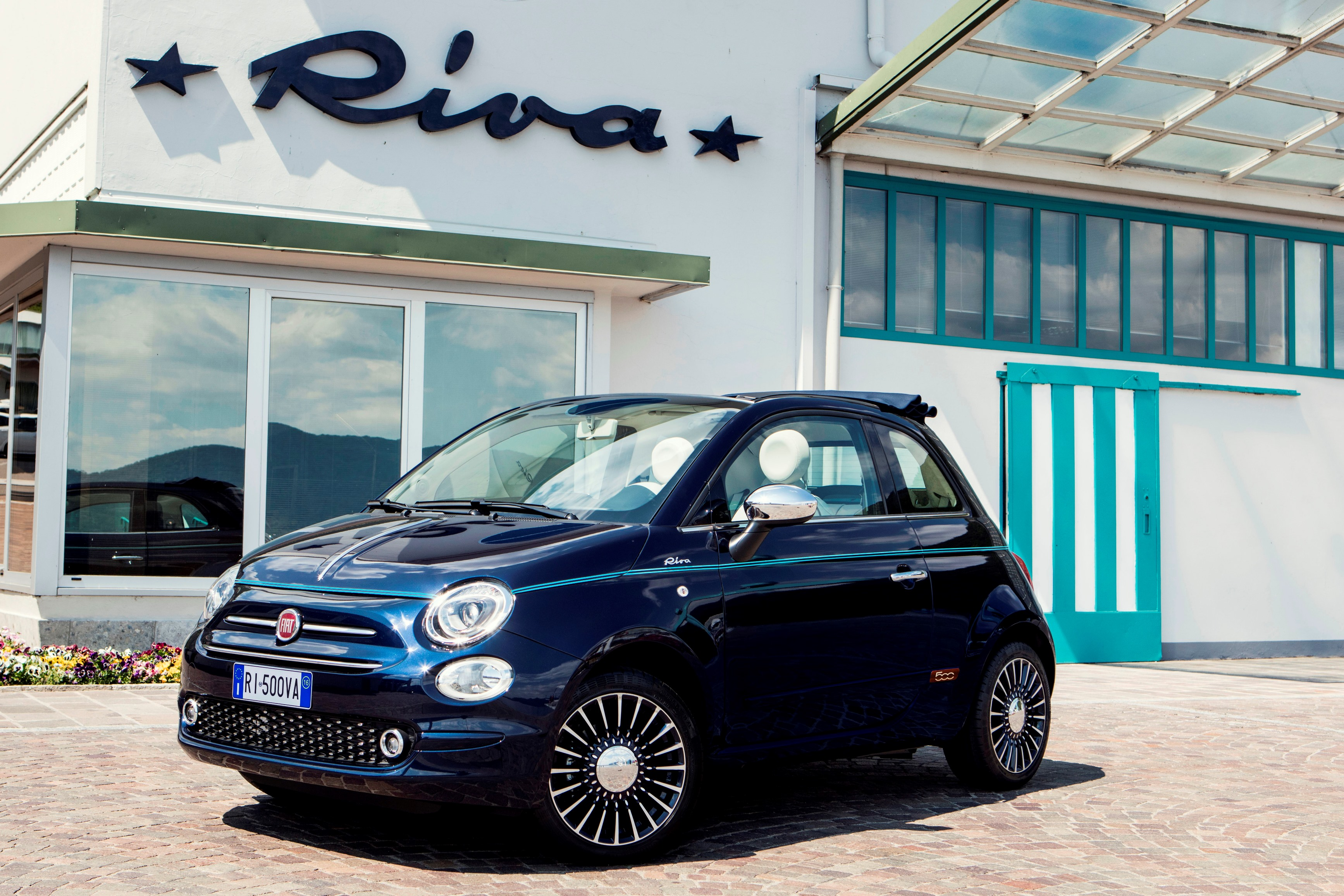 der neue fiat 500 riva die kleinste yacht der welt zeughaus garage ag. Black Bedroom Furniture Sets. Home Design Ideas